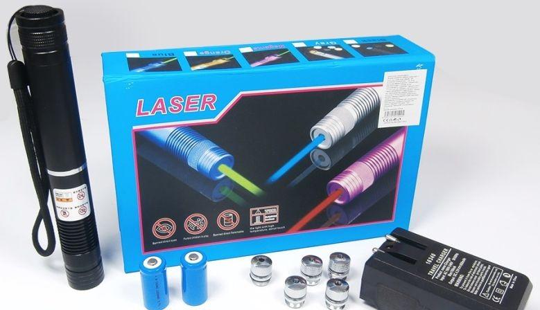 Blue laser Pointer YX-B008 10000 MW Laser Albastru cu Acumulatori si 5 Capete 3D